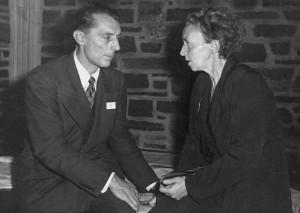 퀴리 부부의 장녀인 이렌과 사위 프레데리크 졸리오퀴리의 1940년대 모습. 두 사람은 마리 퀴리가 사망한 이듬해인 1935년 인공방사성원소 발견으로 노벨 화학상을 받았다.